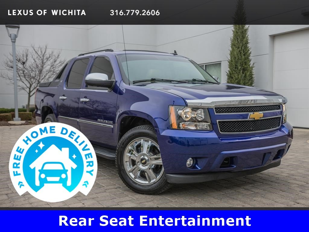Pre-Owned 2010 Chevrolet Avalanche Sun, Entertainment, & Destinations Package